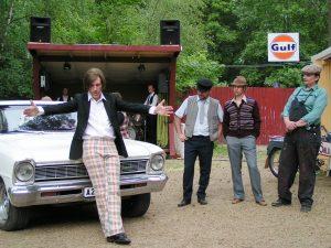 """ROGER"" ja OHJAUSASSISTENTTI - Teaterboulage 2006. Photo Bobo Lundén"